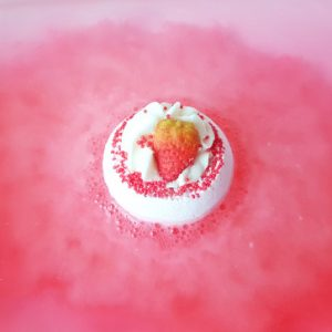 Strawberry Sunrise Bath Bomb, 160g - Bomb Cosmetics