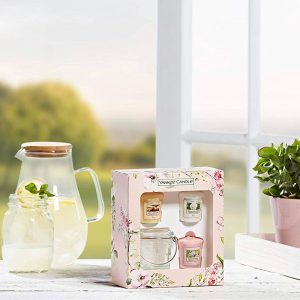 Yankee Candle Small Jar Candle & 3 Votive Gift Set - Garden Hideaway